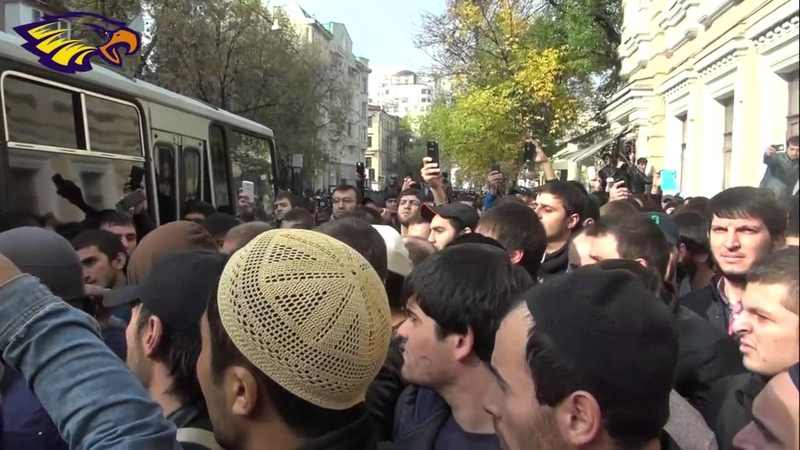 В Москве мусульмане заставили ОМОН бежать оставив арестованного в наручниках