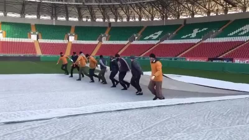 Подготовка поля Ахмат Арены к заключительному матчу года