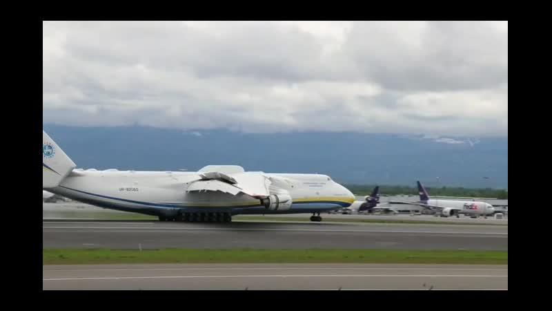 Посадка Ан 225 Мрия в аэропорту Анкориджа Самолёт частый гость на Аляске аэропорты которой используются для транзитных ос