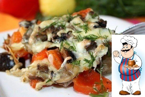 Запеченные баклажаны с грибами и перцем