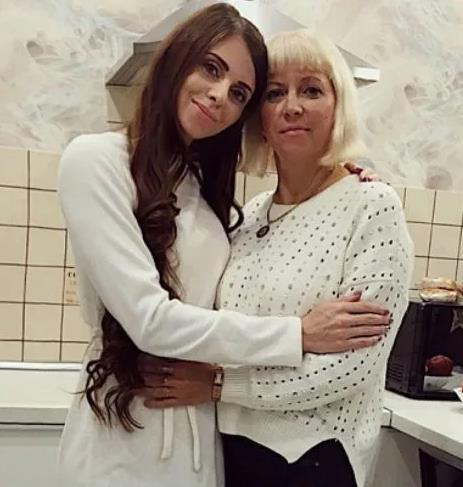 Татьяна Рапунцель решила родить третьего ребёнка.