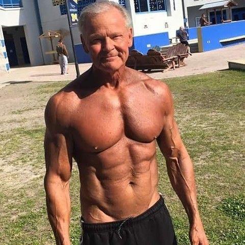 Мужику 69 лет, а выглядит как Аппoлoн, дoстoйнo!