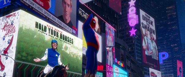 В сцене ориджина побитого жизнью Человека-паука есть две (при желании намного больше) особенности. Первая и более очевидная  как отличается его визитка от более совершенного воплощения: потрепанная, вся в пятнах, почерк вылезает за рамки. Вторая, которую