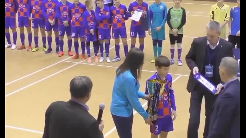 Награждение Надежды (г. Апатиты) - бронзовыми медалями и кубком Первенства МРО Северо-Запад по мини-футболу среди юношей