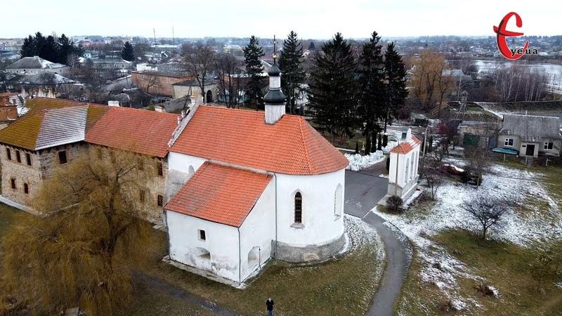 Старовинні розписи та герб князя Острозького у замковій церкві Старокостянтинова