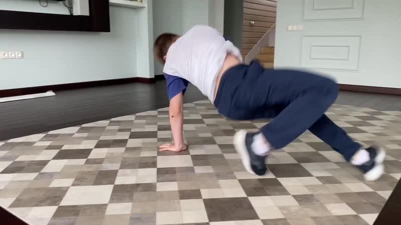 Илья и Филипп Дряхловы тренировка 2 06 2020 SERIOUS школа брейк данса студия танца