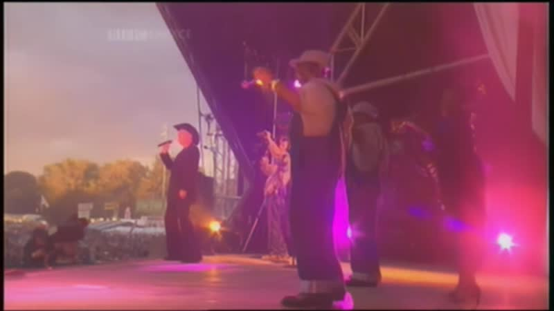 Pet Shop Boys - Left To My Own Devices (Glastonbury 2000)