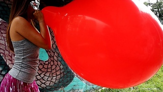Inflating a Giant Balloon   Public B2P LoonerClips com
