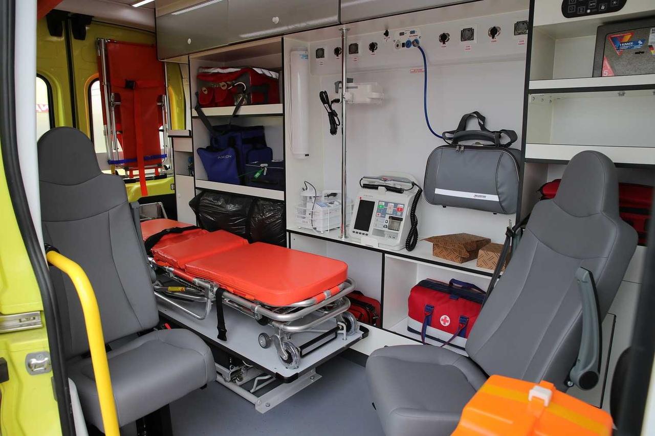 БСМП Таганрога получила автомобиль скорой медицинской помощи и реанимобиль