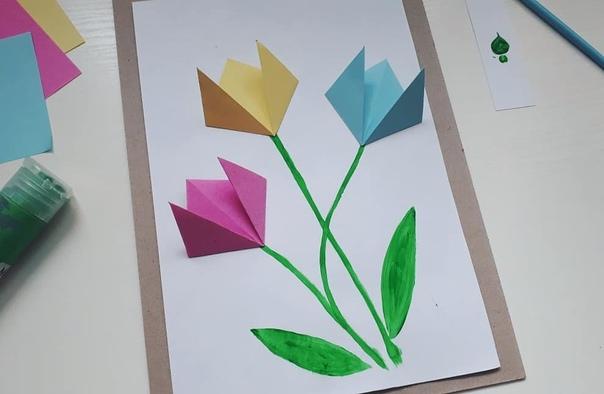 ПОДЕЛКИ К 8 МАРТА СВОИМИ РУКАМИ. Тюльпаны-оригами Для поделки понадобятся:- квадратная бумага,- краски или фломастеры,- клей,- основа для