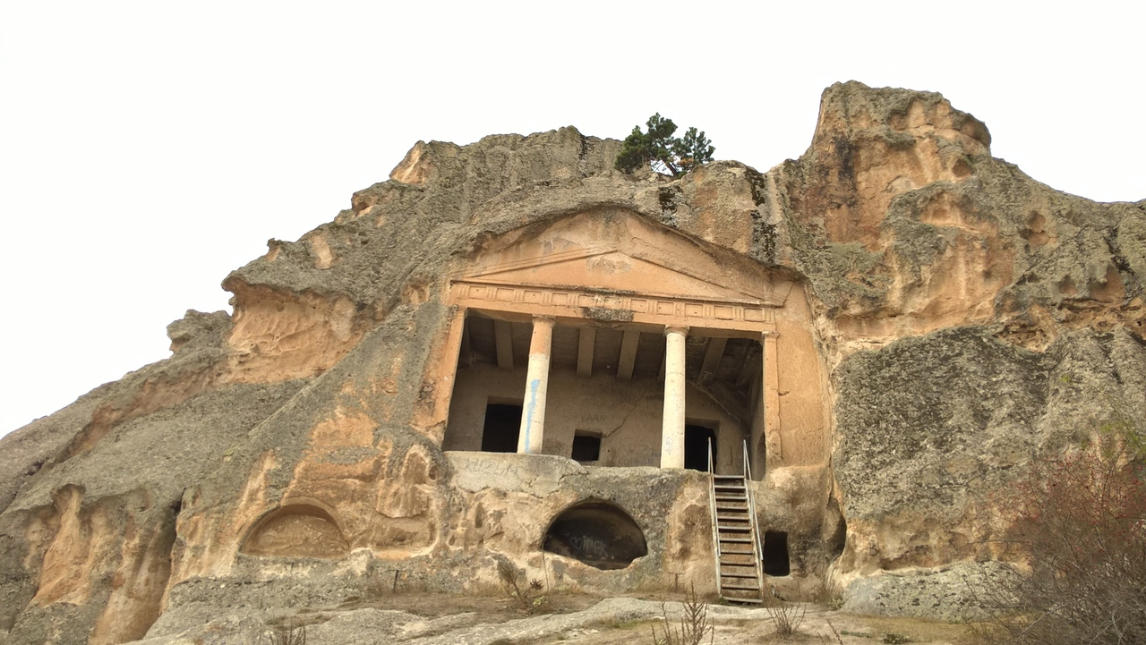 фригийская гробница