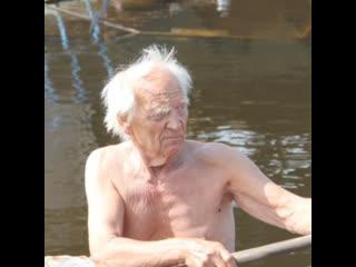 В Карелии пенсионер уже 15 лет живёт на борту старого судна