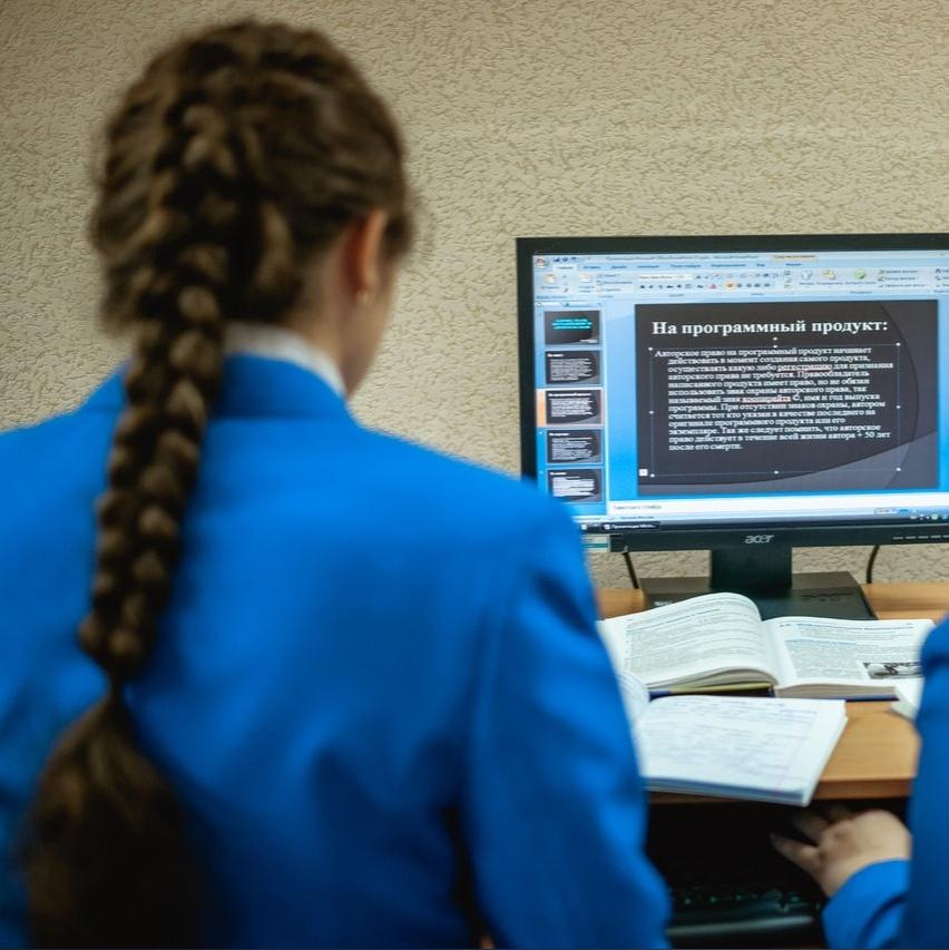 Все школы Кузбасса переходят на дистанционное обучение  В связи с распространением коронавирусной инфекции, власти Кузбасса решили