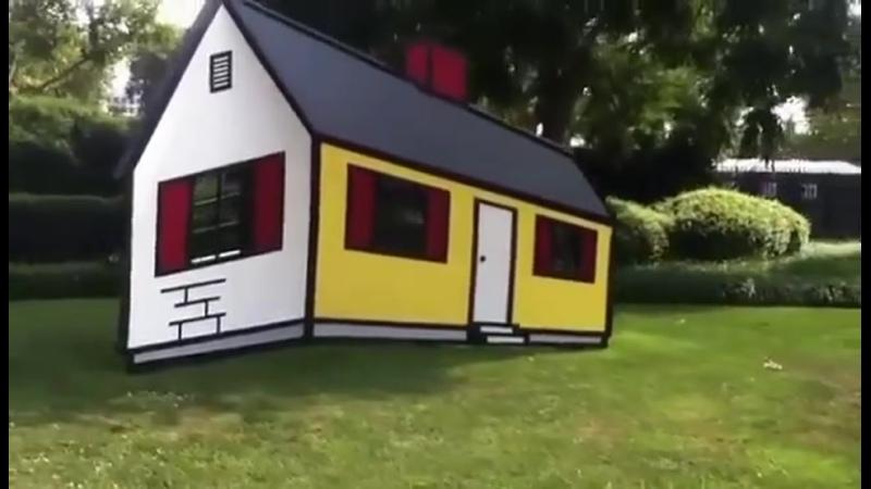 Дом I - скульптура Роя Лихтенштейна. У него есть иллюзия, из-за которой он появляется наизнанку или обычно, в зависимости от тог