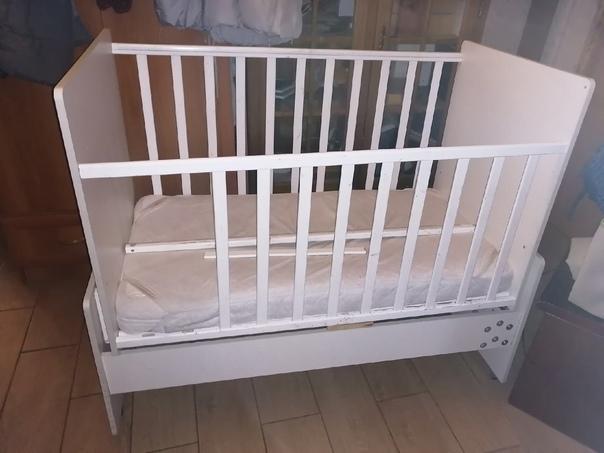 Отдам даром кроватку детскую с матрасом. Пушкин....