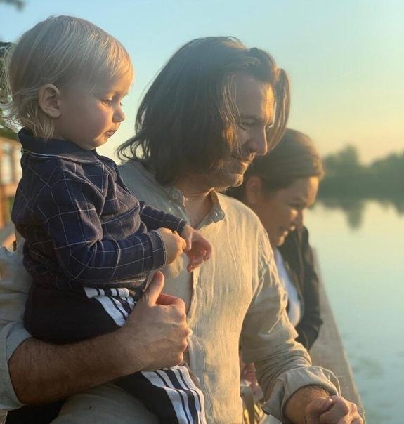 Сын Дмитрия Маликова заявил в лицо своему отцу: «Папа, ты что такой неадекватный»Хочется отметить, что Дмитрий хороший отец и воспитывает из сына настоящего