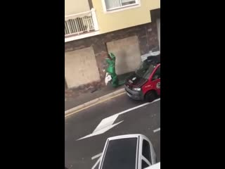 Динозавр в Испании