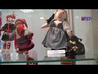 Куклы народов мира. В Мончегорском музее цветного камня открыта выставка , посвященная Международному дню коренных народов.