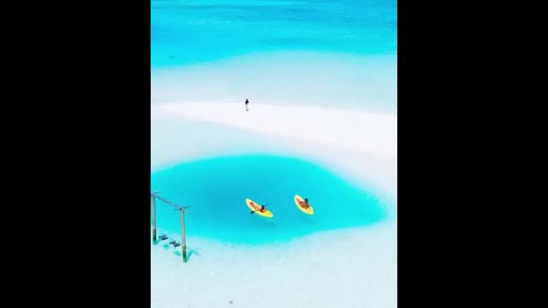 Природный бассейн на одном из мальдивских атоллов.mp4