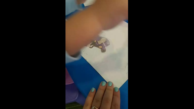 тасюшка рисует