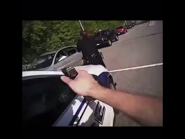 VIDEO police arrive to find physically unresponsive driver who suffered a stroke then this happened