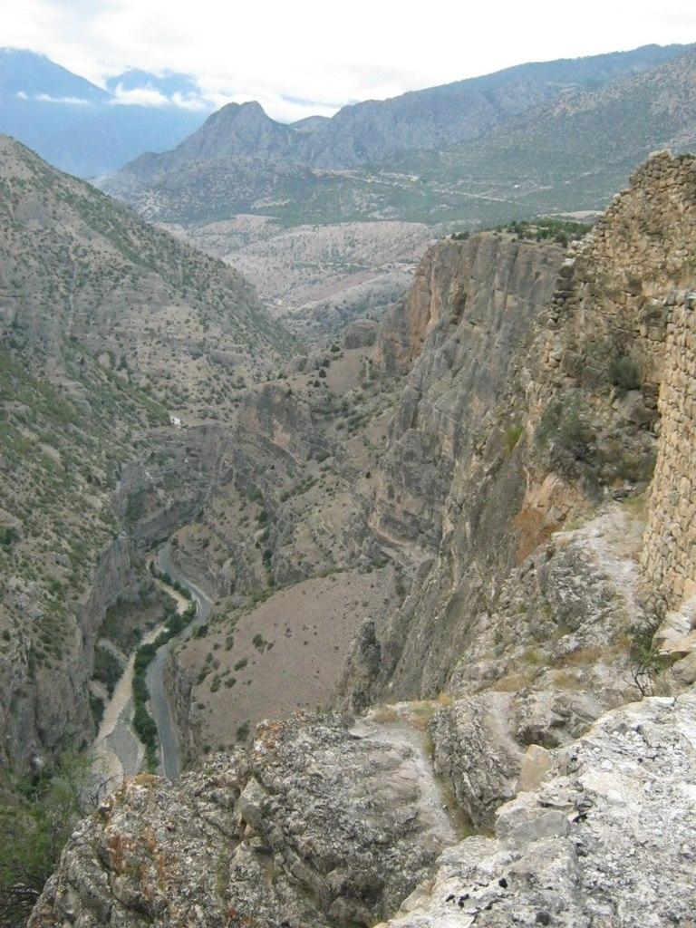 каньон с вершины крепости Ардануч в Турции